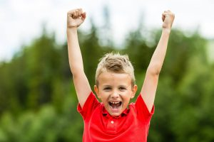 Ventajas-y-dinámicas-para-potenciar-la-autestima-en-el-aula-o-en-casa