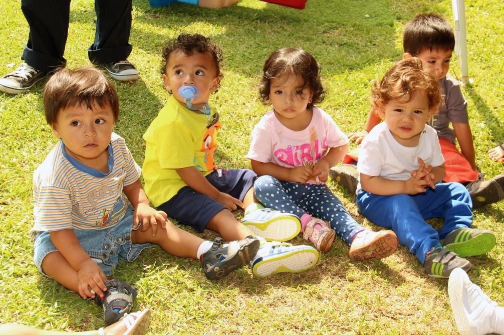 5 niños pequeños