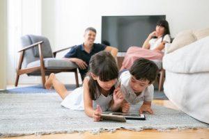 padres y niños con juegos educativos online