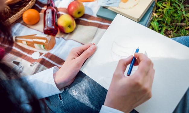 mujer dibujando visual thinking
