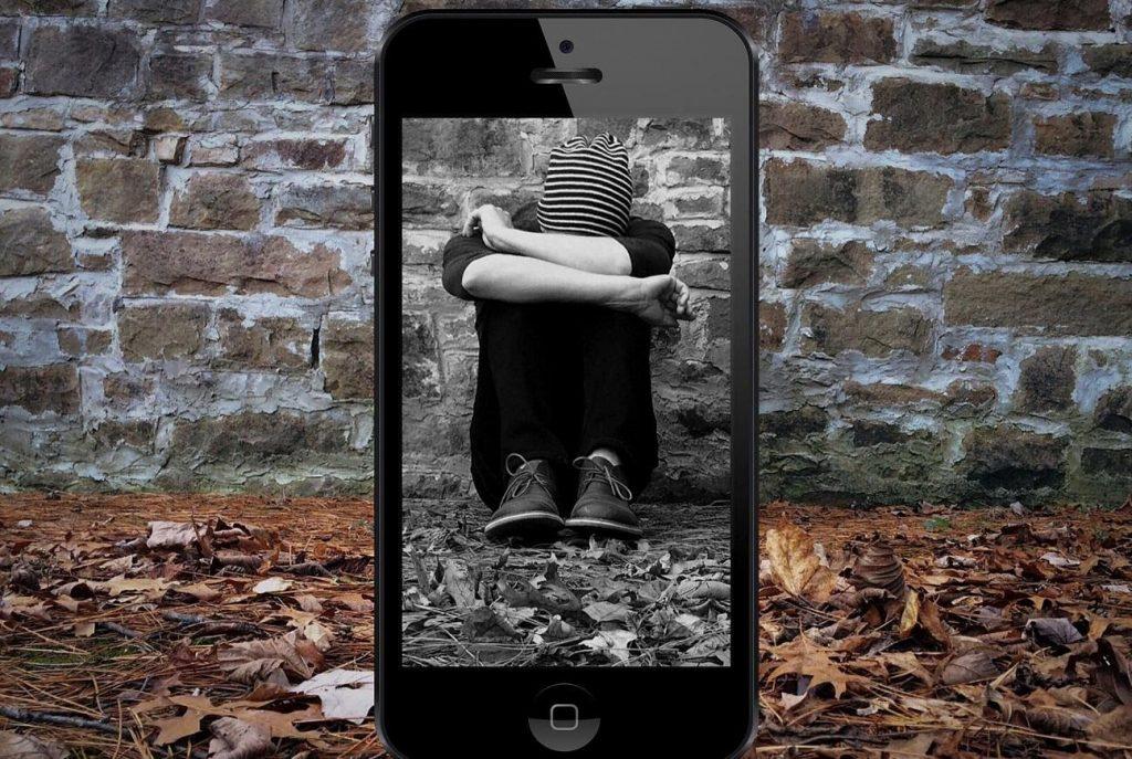 chico deprimido por sexting